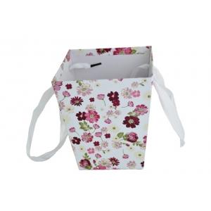 Ambalaje Flori ONLINE vinde Cutie Carton Tip Sacosa Alb cu Floricele la pretul de 7.9 lei