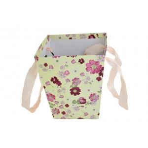 Ambalaje Flori ONLINE vinde Cutie Carton Tip Sacosa Crem cu Floricele la pretul de 7.9 lei